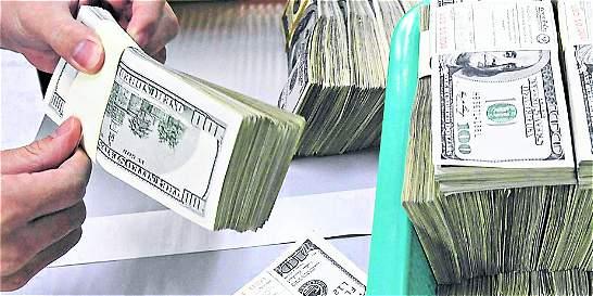 Dólar inicia la semana con leve alza