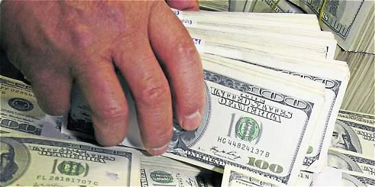 Dólar aceleró y subió otros 26 pesos