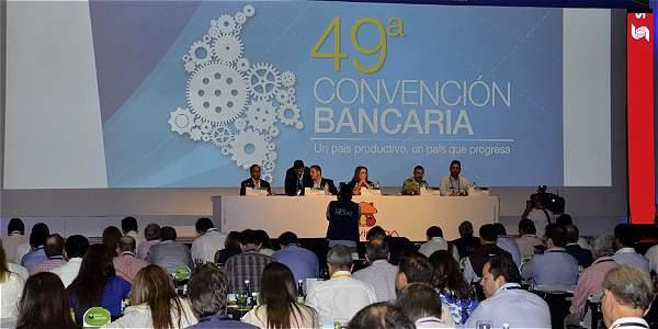 Mesa de la Convención Bancaría, encabezada por María Mercedes Cuéllar.