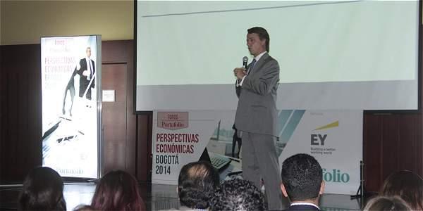 El viceministro de Hacienda, Andrés Escobar, durante el foro 'Perspectivas económicas', organizado por Portafolio.