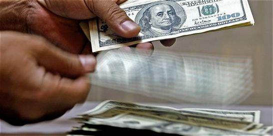 Dólar ganó $ 49,21 frente a TRM y se cotizó en promedio en $ 3.102,86