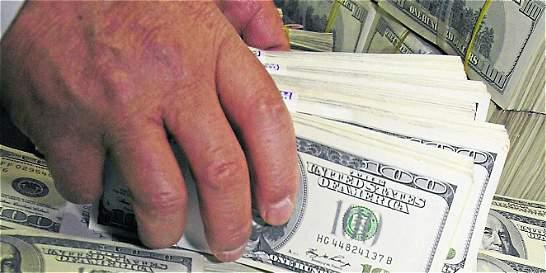 El dólar cayó 23,08 pesos por debajo de la TRM del día