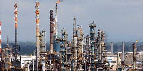 Caída de la inversión extranjera en el país por el petróleo