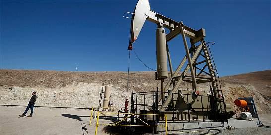 Precios del petróleo suben tras caída de existencias en Estados Unidos