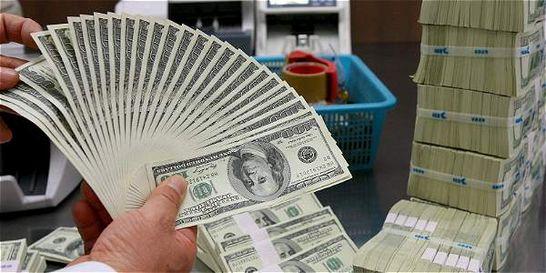 Tras máximo histórico, precio del dólar bajó $ 201 en los últimos días