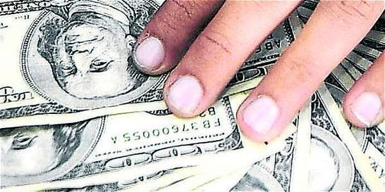 Dólar se mantiene sobre los 3.050 pesos y sin mayores sobresaltos