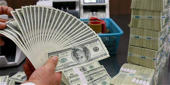 Dólar abre la jornada perdiendo más de 80 pesos
