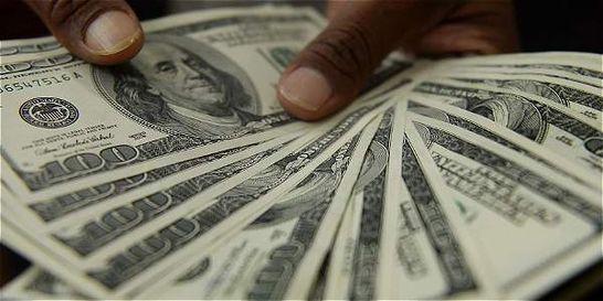 Dólar retrocede a $ 2.950, presionado por alza en precios del petróleo