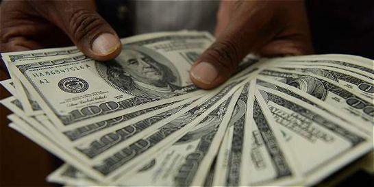 Dólar da otro salto de $ 52 y se sitúa sobre los 3.024 pesos