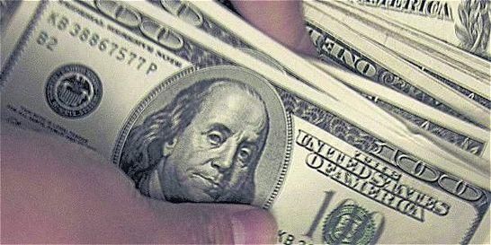 Dólar pierde en promedio 71 pesos y se ubica por debajo de los $ 3.000