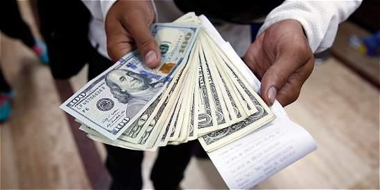 El dólar se trepó 54 pesos en el inicio de la semana