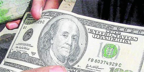 Petróleo impulsa a la baja el dólar en el país