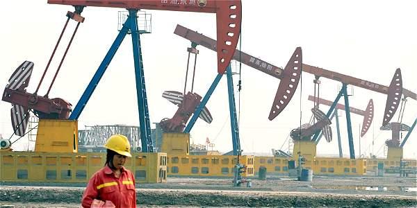 La Opep anunció que reducirá la producción de petróleo en 1,2 millones de barriles diarios (mbd) hasta un total de 3,2 mbd,
