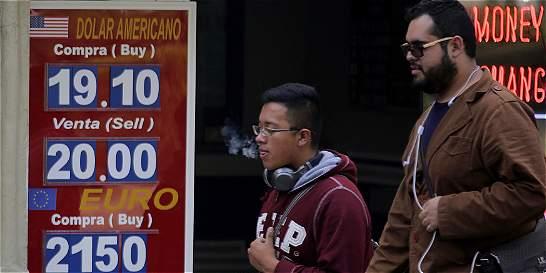 El peso mexicano se recupera frente al dólar