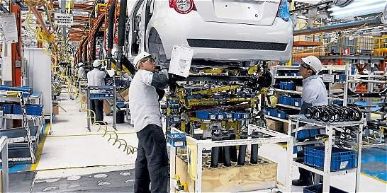 A la mitad, bajan las ventas de carros al exterior