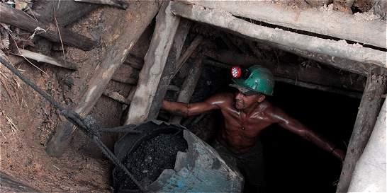 Contratistas de minas de carbón votarán si continúan en huelga
