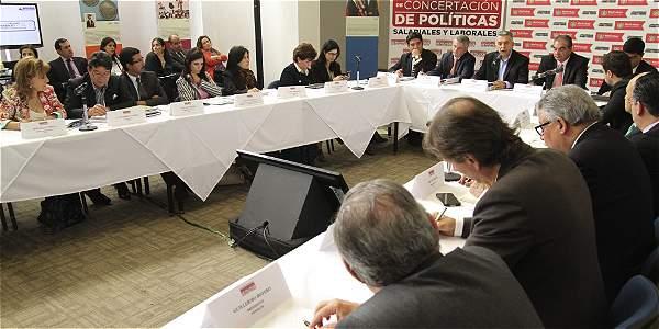 Por primera vez, la Comisión de Concertación tuvo una sesión pública. El protagonismo se lo llevó el plantel Ejecutivo sobre la jornada laboral.
