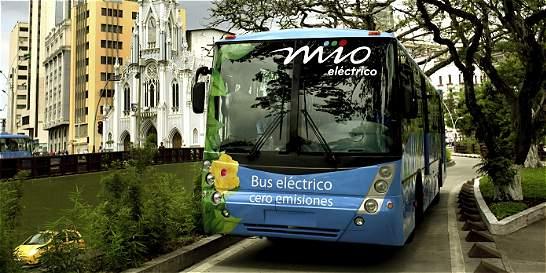 Al primer bus eléctrico hecho en el país le piden certificado de gases