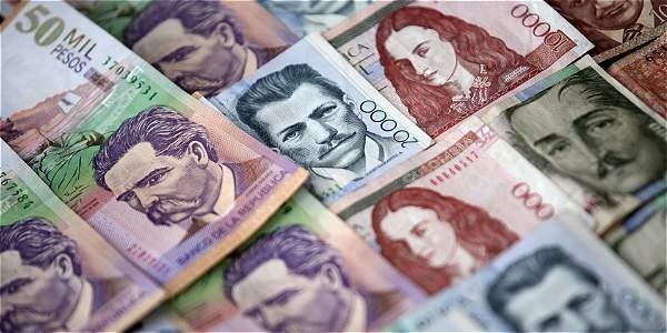 Resultado de imagen para fotos con fajos de billetes de colombia