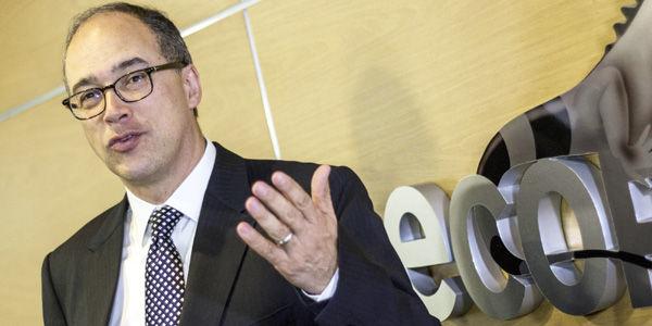 El presidente de Ecopetrol, Juan Carlos Echeverry, dice que no habrá un despido masivo de trabajadores de la compañía.