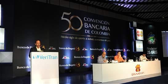 Banca abre discusión de ley de conglomerados