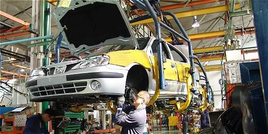 Dólar pega empujón a la venta de carros nacionales