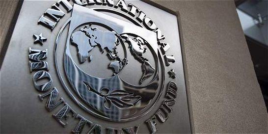 FMI ve 2 años de caída en la región y recorta previsión para Colombia