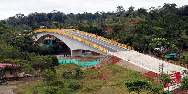 Este es uno de los puentes construidos sobre el río Putumayo, cerca del municipio Santana, en el Putumayo, y que forma parte de las obras de la troncal de Piedemonte.