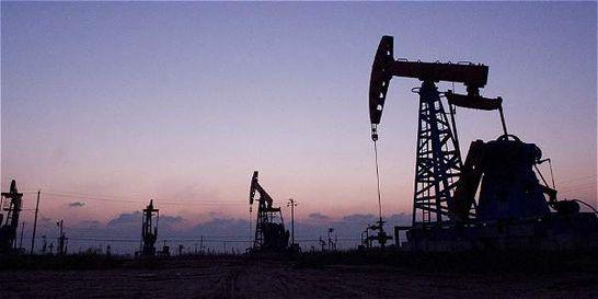 Petróleo cae por debajo de  US$ 33 por alza de inventarios en EE.UU.