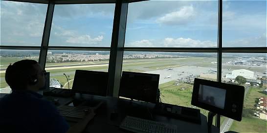 Torre de El Dorado enfrenta a Aerocivil con controladores aéreos