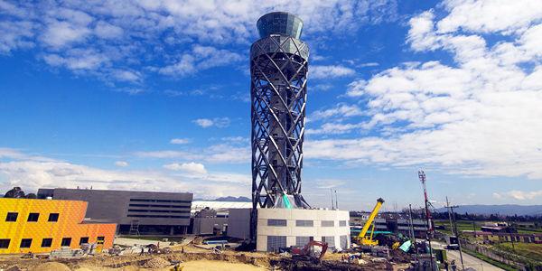 Esta es la torre de El Dorado construida recientemente. El nuevo aeropuerto se hará con una visión para los próximos 50 años.