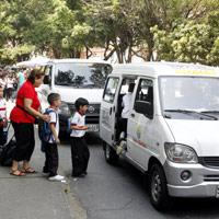 Ceda la vía al transporte escolar y evite accidentes