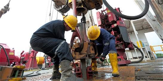 Oleada de negocios petroleros por bajos precios del crudo