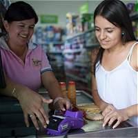 Tiendas de barrio se suman a uso del dinero plástico