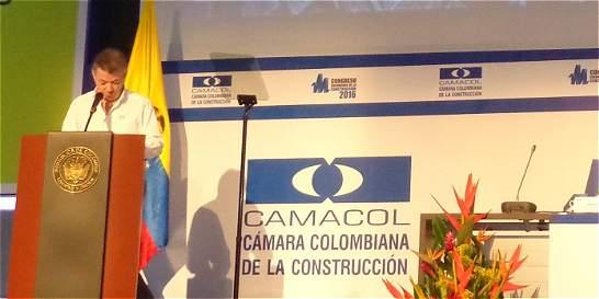 'Lo que se negocia no afectará a los empresarios': presidente Santos