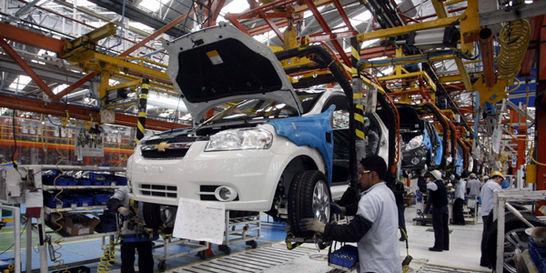 Carros locales recortan ventaja a importados