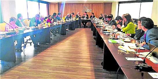 Gobierno acuerda con los gremios creación de comité para base gravable
