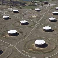 Precio del petróleo sube tras caída de inventarios en EE.UU.