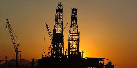 Precios del petróleo pasan de nuevo la barrera de US$ 50