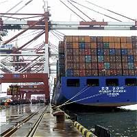 El país reduce el déficit comercial en agosto