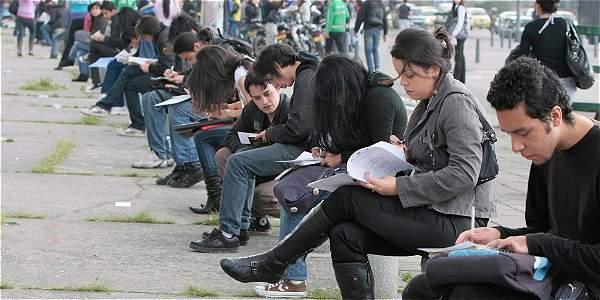 La alta deserción universitaria crea barreras al empleo.