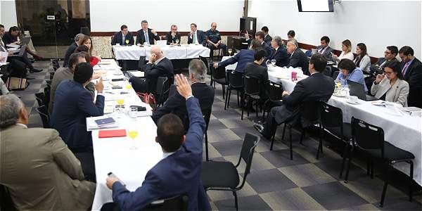 Con nutrida participación tanto del Gobierno como de los ponentes, se adelantó ayer la reunión donde se construye la ponencia tributaria.