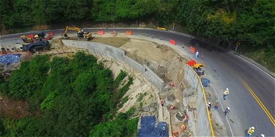 El tercer carril entre Río de Oro y Gamarra se hace sobre abismos