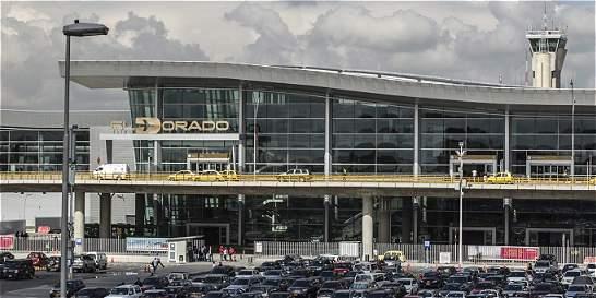 Pasajero molesto por retraso en el vuelo amenazó con activar una bomba