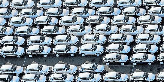Alemania e Italia tratan de frenar las reglas de emisiones de carros