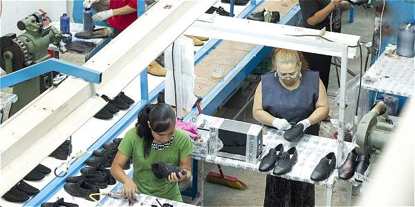 La tasa de mujeres activas laboralmente dejó de crecer.