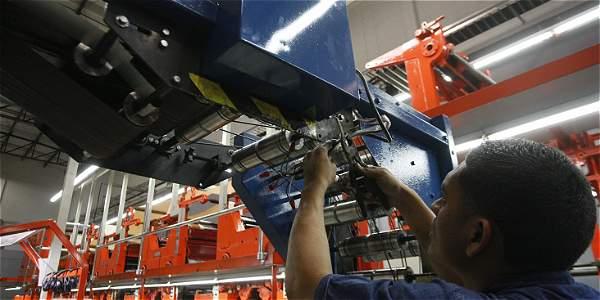 Fitch aspira a que sigan reduciéndose desequilibrios económicos y mejore la producción.