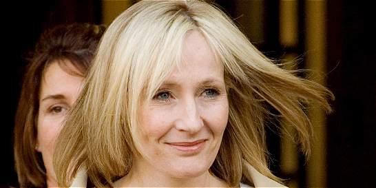 Autora de 'Harry Potter' recibe críticas por obra de teatro de su saga