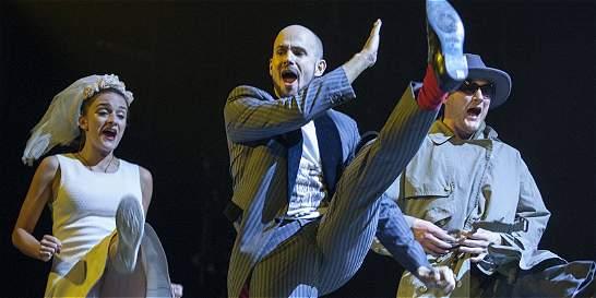 'Dead Dog in a Suitcase', el musical del esperpento