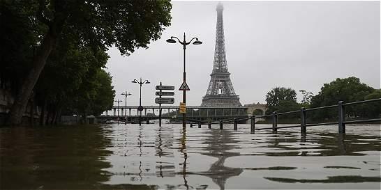 Museo del Louvre evacuará obras ante posible crecida del río Sena